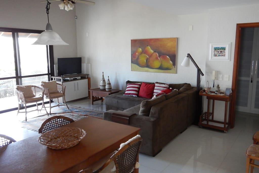 Sala de jantar e estar - integrada à cozinha (Dining and living room with integrated kitchen)
