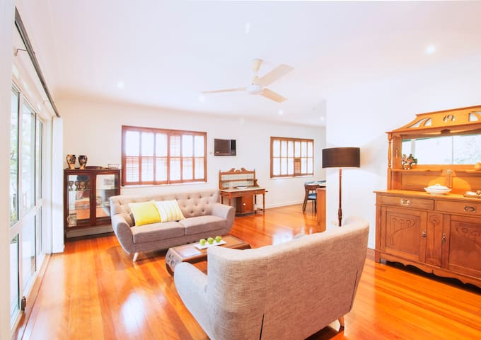 New listing! Three bedroom home w/ pool in Yeronga