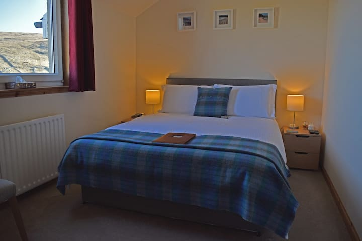 SEAcroft King Size Room - Atlantic view, bar, food