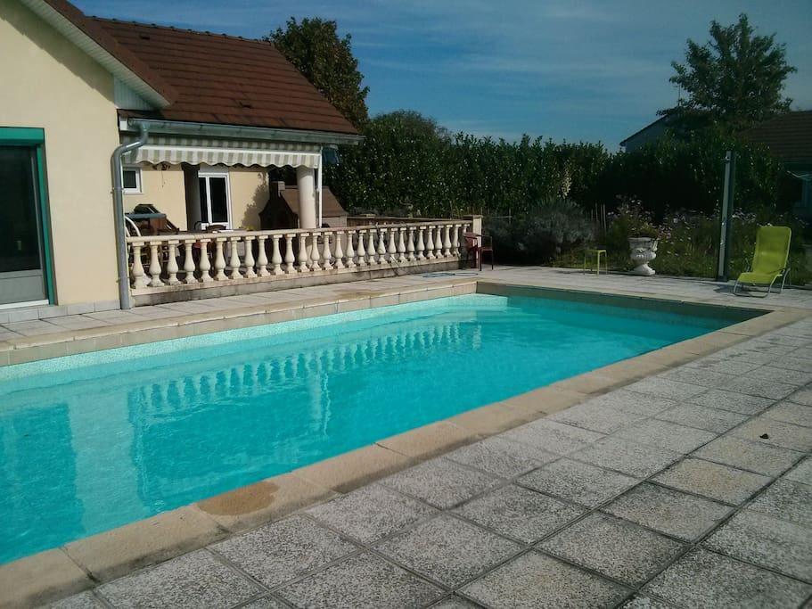 Grande chambre au calme avec piscine guesthouses for Piscine franche comte