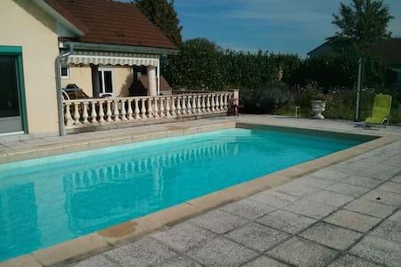 Grande chambre au calme avec SDB, piscine, spa ... - Villevieux