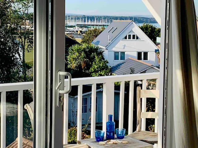 Colonial house by the harbour, sea views sleeps 10