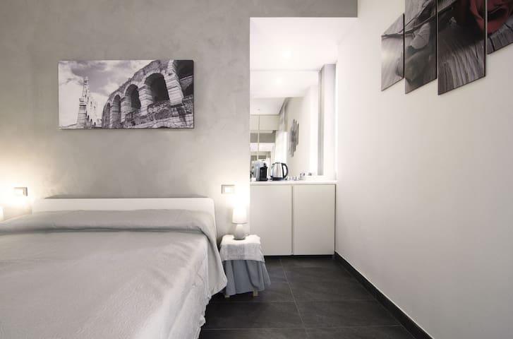 Romantic room in Verona (New!)
