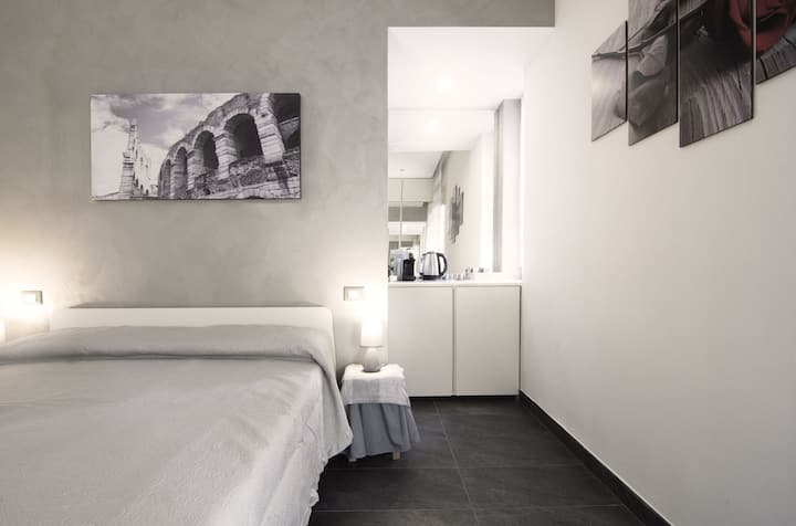 Romantic room in Verona (New!)