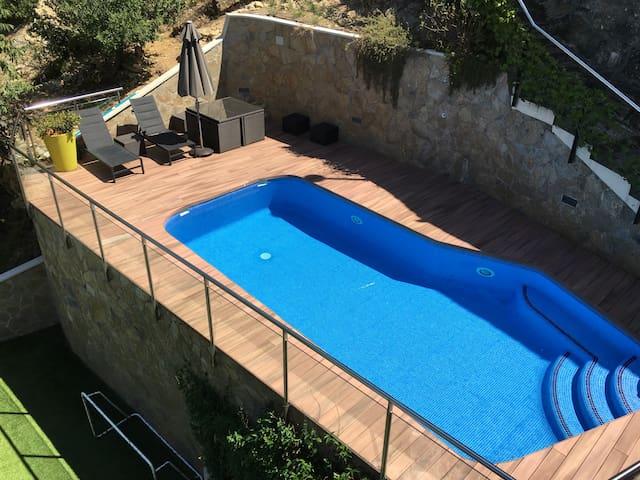 Magnífica casa con piscina, zona de juegos y sauna - Gelida - Dům