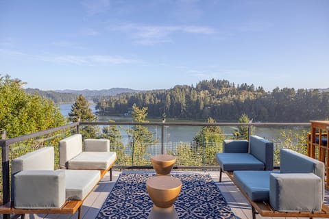 Exquisite Lake Views in Luxury Retreat!