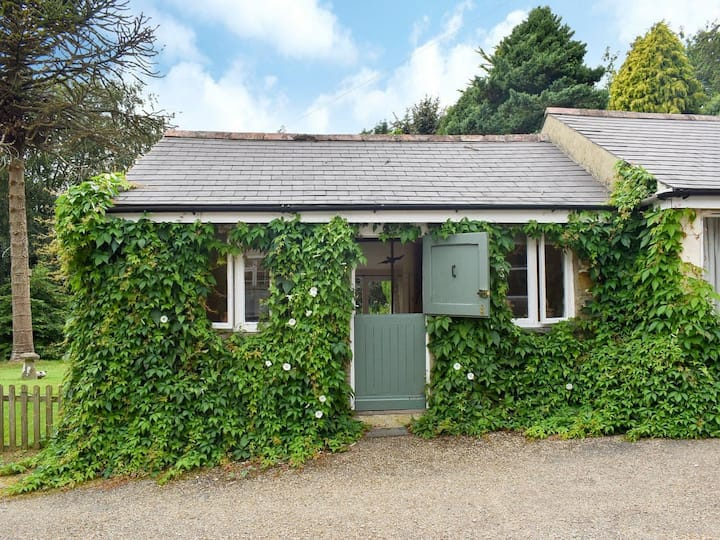 Garden Cottage (UK12439)