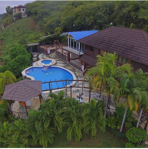 Villa/The best City view WIFI A/C POOL playground