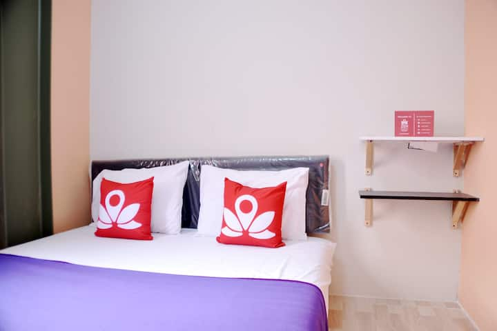 Chic Room at Basic near Kota Kasablanka