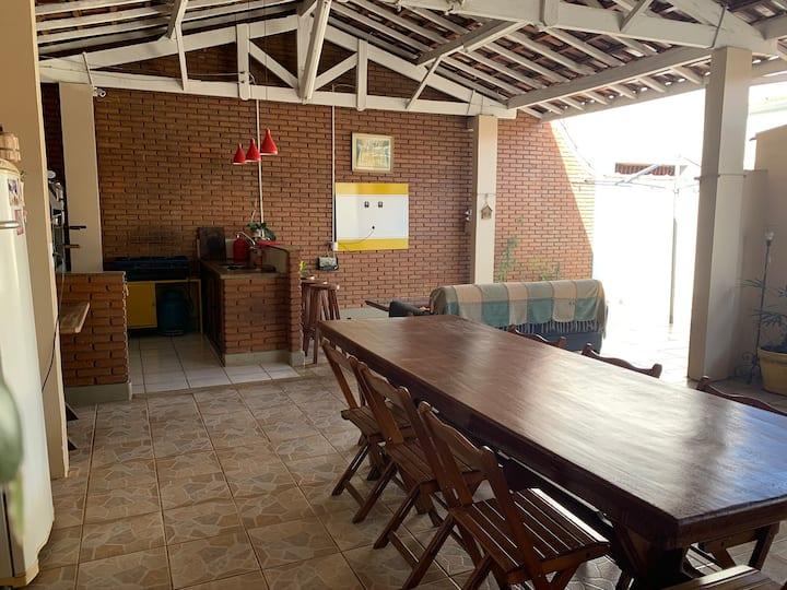 Casa Espaçosa no Centro com área de lazer