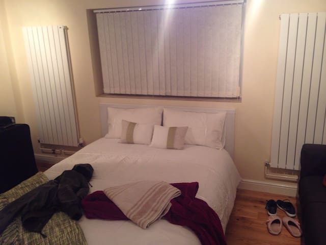 Clean, secure, Private 1BD - Bracknell - Appartement