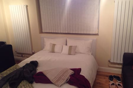 Clean, secure, Private 1BD - Bracknell