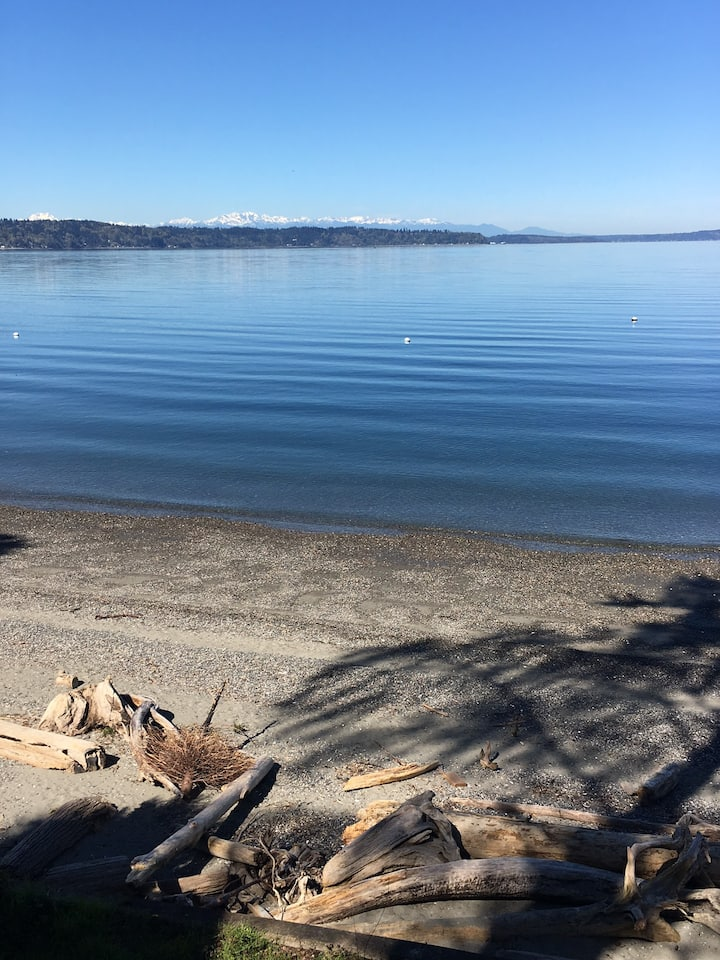 WATERFRONT BEACH aptmnt by Seattle