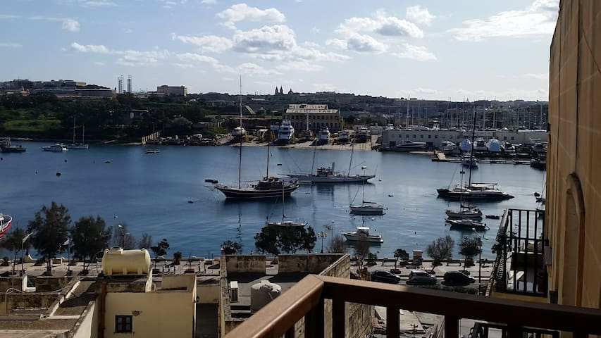 Private room in central Sliema