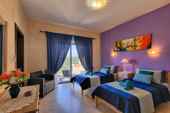 Deluxe Twin Room Ensuite Bathroom with Terrace with Panoramic  Country and Sea Views