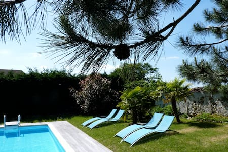 Belle maison moderne avec piscine - Civry-la-Forêt - บ้าน