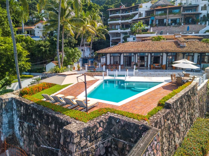 BEACH FRONT HOUSE, DISCOVER THE JEWEL OF PACIFIC
