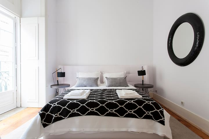 Monthly discount! 4-bed home w/ workspace&all amenities, in Chiado