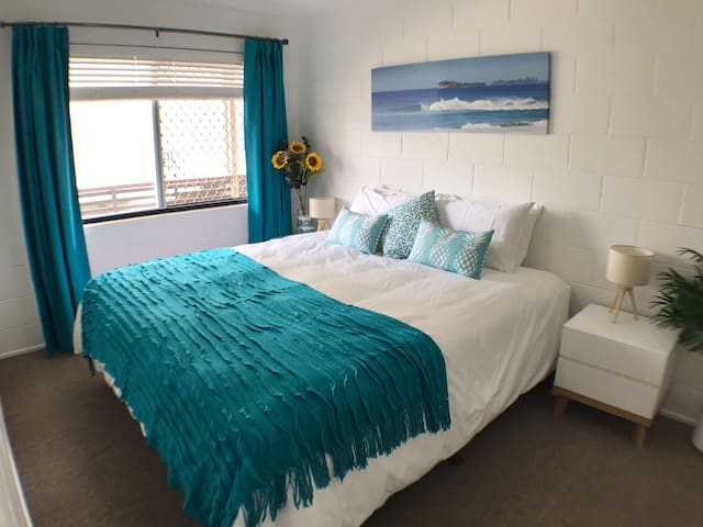 Stay In The Heart of Mooloolaba! 1 Bedroom with AC