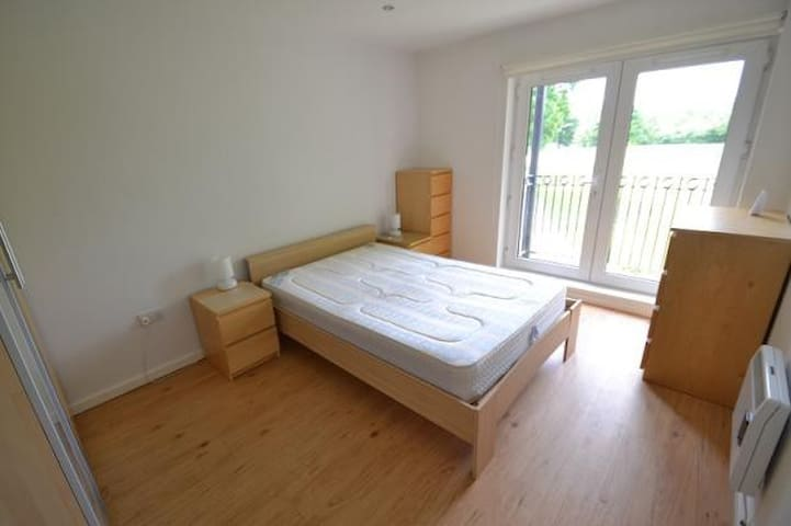 Generous double bedroom for let