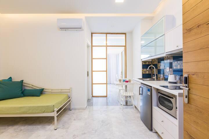Spacious and Modern Apartment | Beach Road