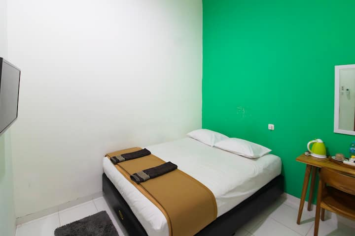 The Cabin Hostel Tugu Room BIG Shared Bathroom