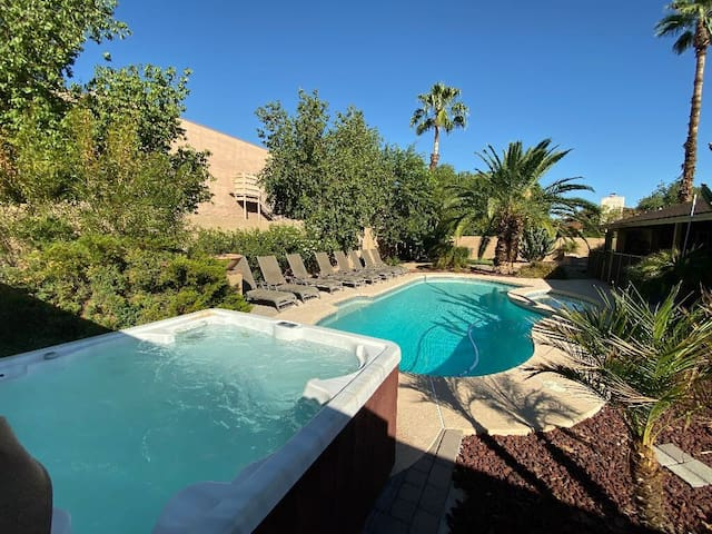 JANICE PRIVATE ESTATE ❤️ LOWEST PRICE EVER-POOL HEATER-HOT TUB-PRIVATE RESORT YARD-PUTTING GREEN .
