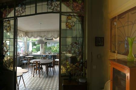 Papillon doré est le thème de la chambre double - Mouscron - Vendégház