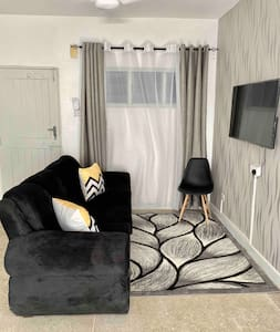 SERENE 1BR NYALI BEACH,50'TV,NETFLIXWIFI near MALL
