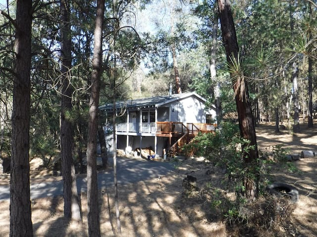 Mountain Home near Yosemite, Lake and Trails - Groveland - Rumah