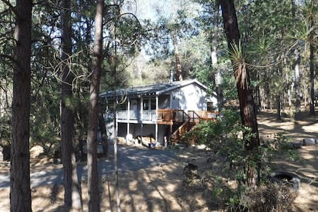Mountain Home near Yosemite, Lake and Trails - Groveland - Dům