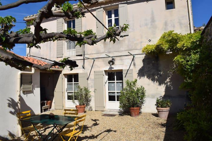 Joli Mazet rénové à 5 min du centre du village - Mouriès - Huis