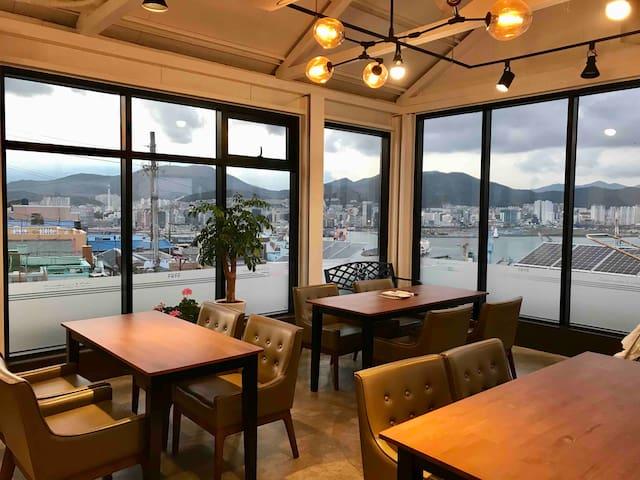 FREE STAY (독채) +루프탑카페 부산항Ocean View  남포동 태종대 부산역