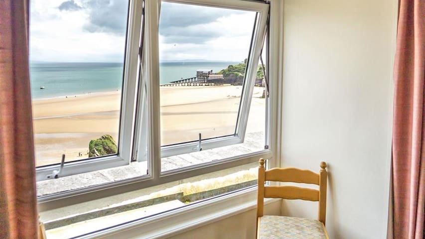 Stunning Tenby Apartment with Sea Views & WiFi