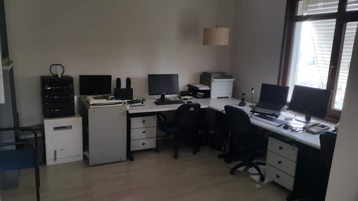 Furnished shared office room(s) for rent
