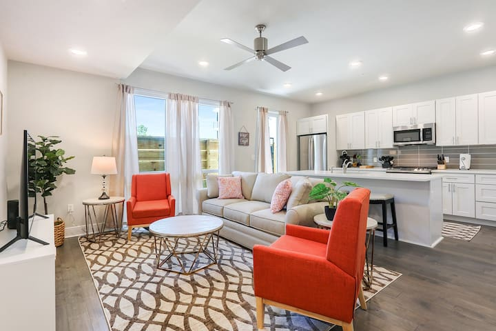 Jazzy Upscale Condo! Just Min From Frenchman St!