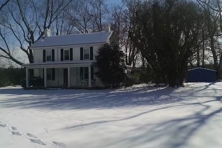 Quaint farmhouse-Heart of Irvington - Irvington - Rumah