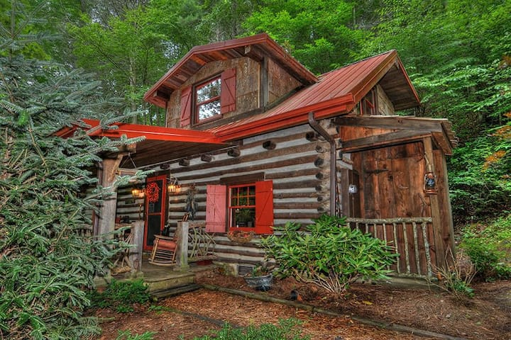 $139/NT LOADED PRIVATE CLEAN CABIN W/ HOT TUB!
