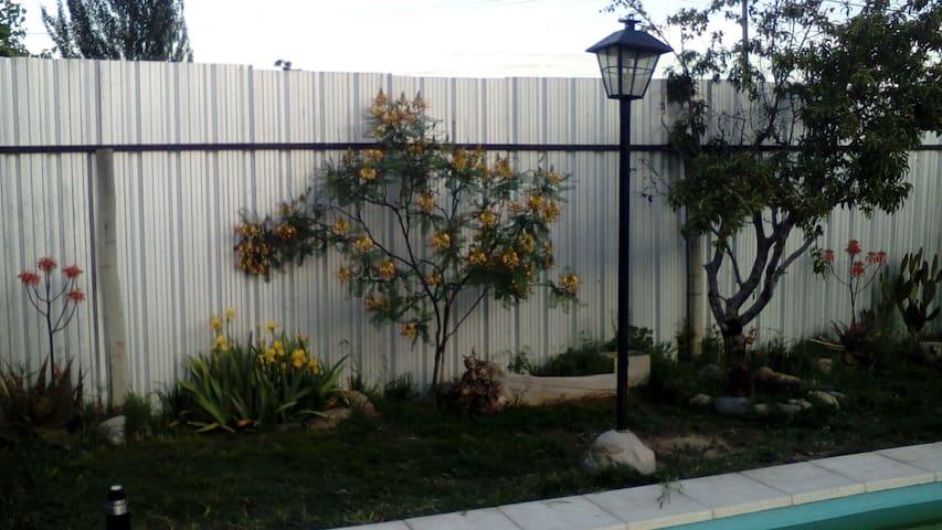 Habitación doble,baño privado y piscina en Mendoza