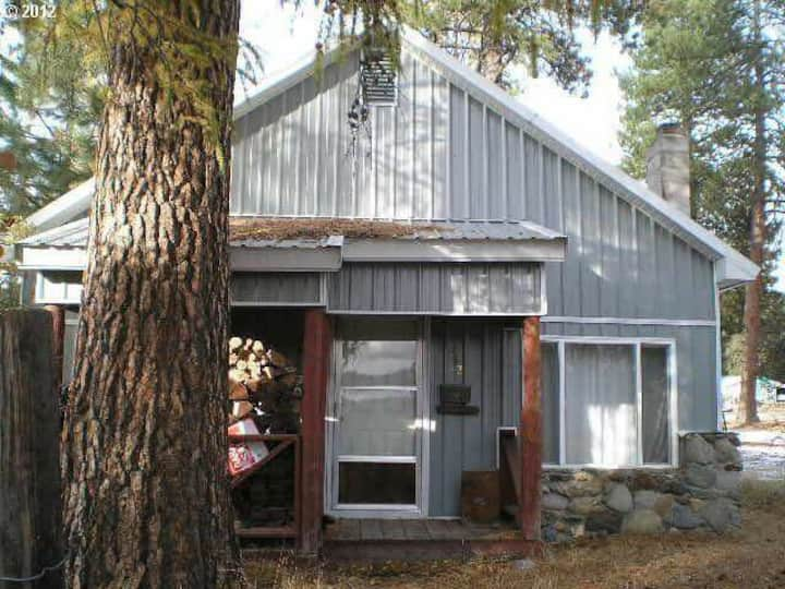 Rustic Hideaway in Sumpter, Oregon
