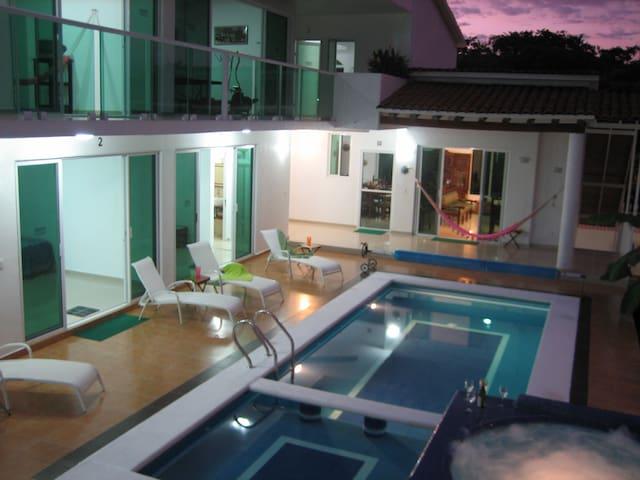 Ixtapa casa grande con 5 cuartos jacuzzi y alberca