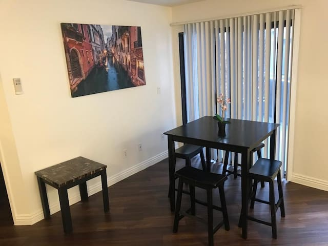 TOP SUNSET STRIP 1 bdr Apartment w/parking