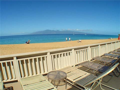 Ready for some relaxation?? Relax at Maui's ONLY beachfront clubhouse with FULL KITCHEN TOO (at the clubhouse)!