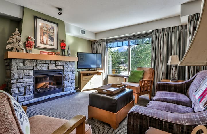 Beautiful South Facing Condo with Mountain Views!