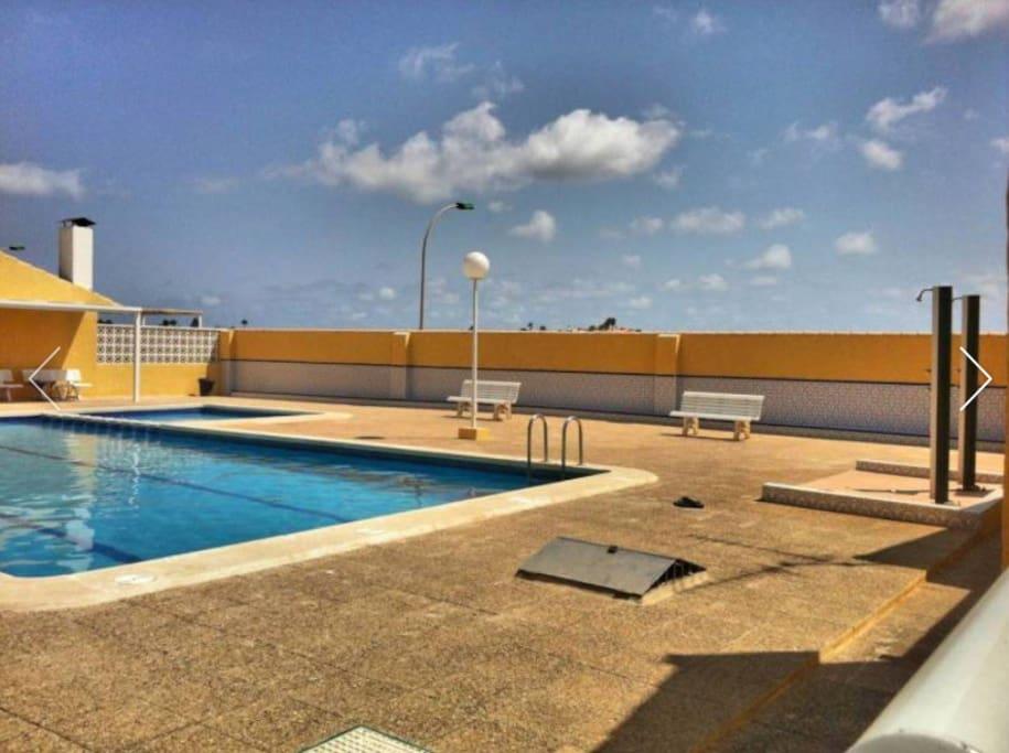 Casa en mar de cristal la manga maisons louer for Escaleras de piscinas para personas mayores