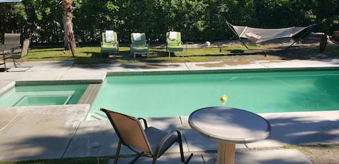 CUTE PLACE WITH POOL & JACUZZI