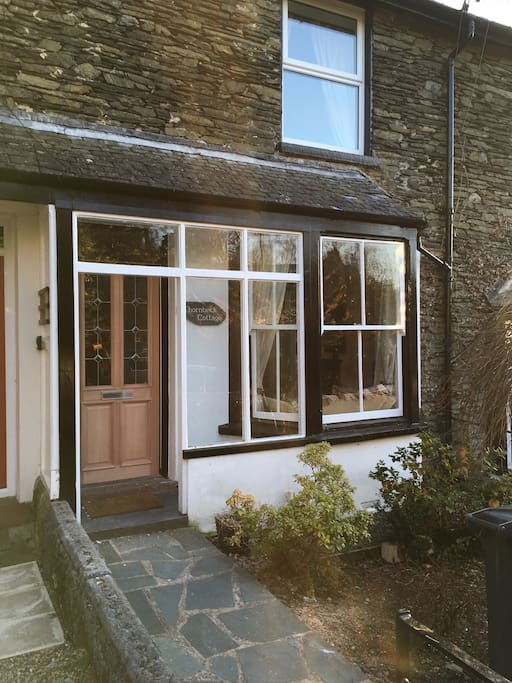 Garden Walk Buffalo Cottage District 5: Thornbeck Cottage, Windermere, Lake District