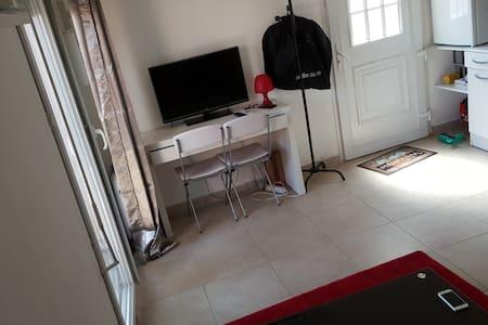 Studio dans une grande villa avec terrasse - Les Pennes-Mirabeau - 獨棟