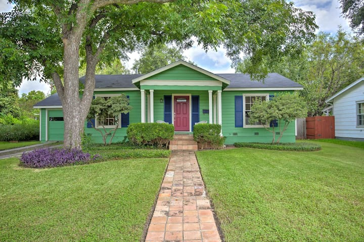 Adorable Cottage in 78209 - Close to everything!