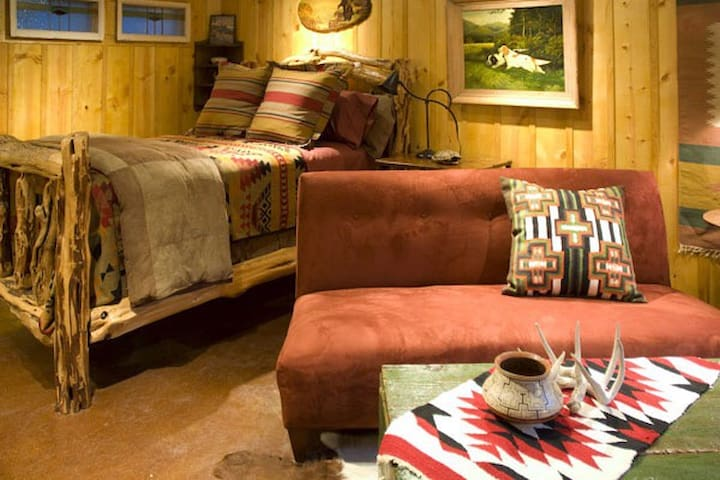 Hideout, Sayles Ranch Guesthouses